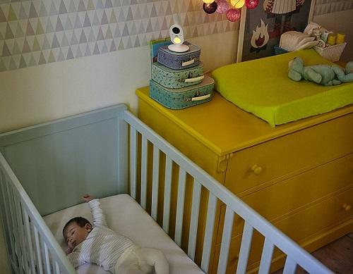 babyphone vidéo bébé dormant